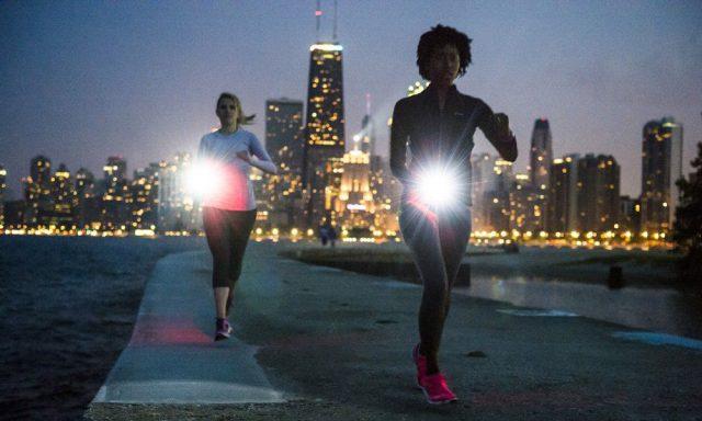 Zorg ervoor dat je opvalt tijdens het hardlopen in het donker.